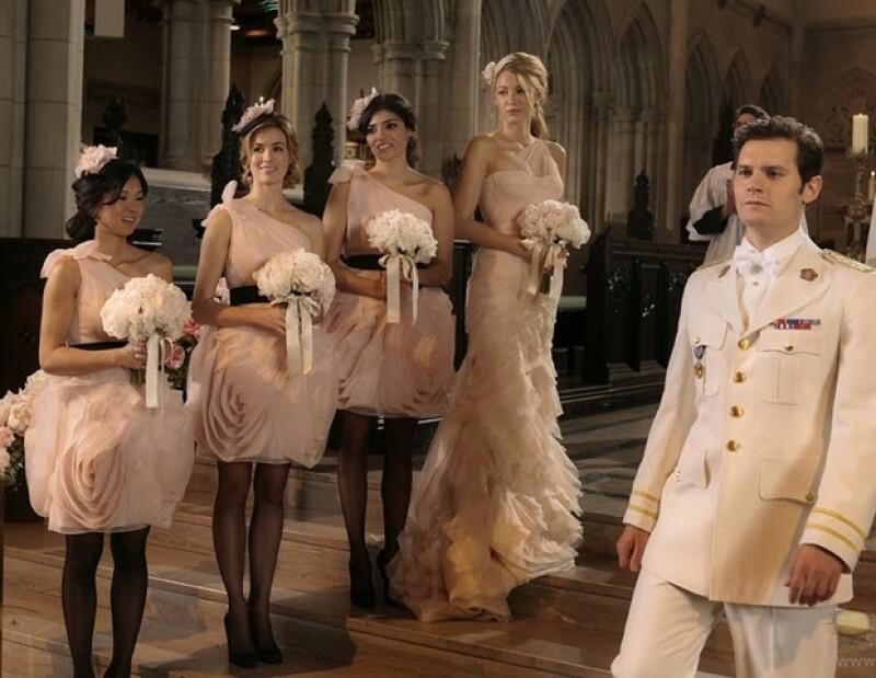 En el capítulo 100 de la serie Gossip Girl se reveló la verdadera identidad de Gossip Girl a la par que Blair Waldolf conrtajo nupcias en un vestido de Vera Wang.
