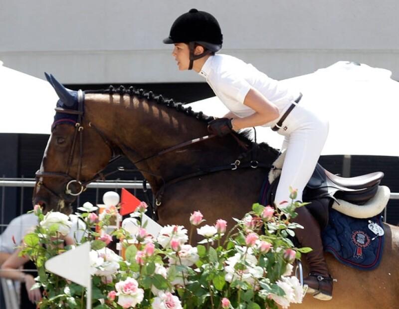 Es una aficionada a los caballos.
