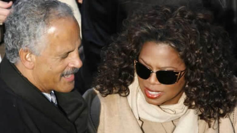 La estrella del talk show estadounidense, Oprah Winfrey, y su pareja Stedman Graham, al momento de su llegada a la ceremonia.