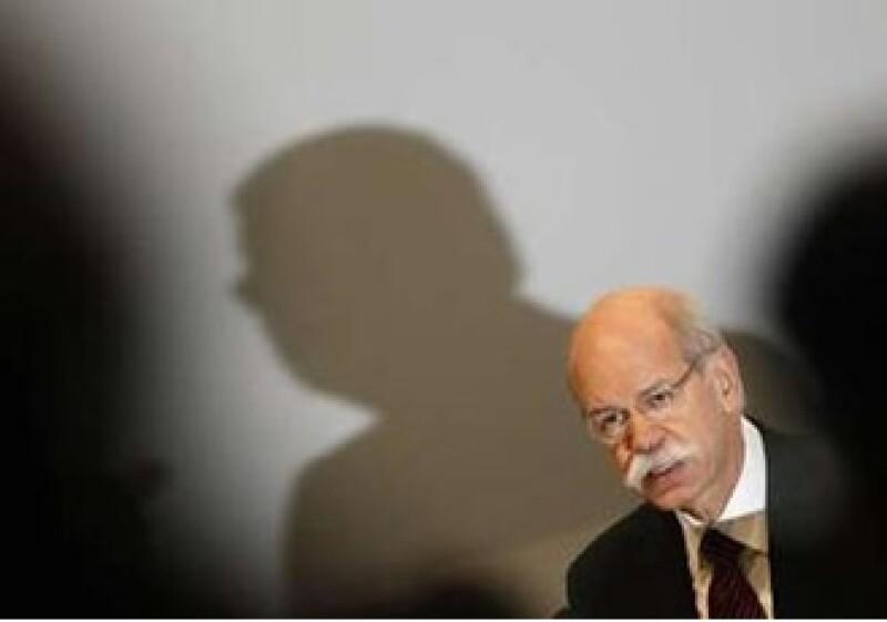 El contrato del presidente ejecutivo de Daimler, Dieter Zetsche, fue extendido el miércoles. (Foto: Reuters)