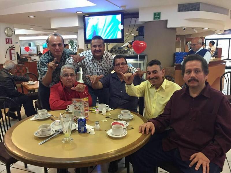 Juan Manuel Rodríguez (camisa amarilla), exdirigente estatal del PRD, ha manifestado abiertamente su apoyo al abanderado del PAN a gobernador, Francisco Cabeza de Vaca.