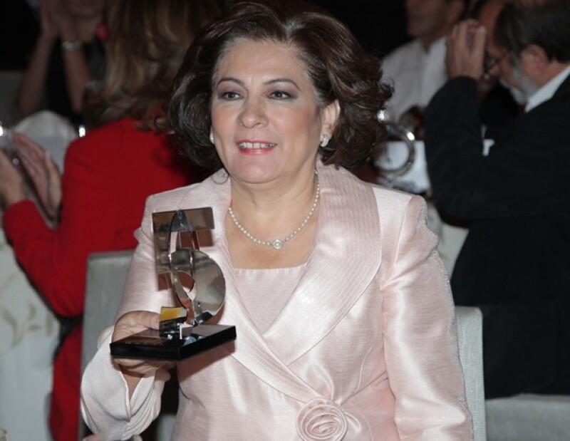 Laura Manzo, editora general de la revista Quién, e Ignacio Lozano, editor de política de la publicación, entregaron los reconocimientos.