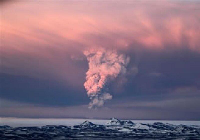 El servicio meteorológico británico dijo que la ceniza del volcán Grimsvotn en Islandia había llegado a partes de Escocia. (Foto: AP)
