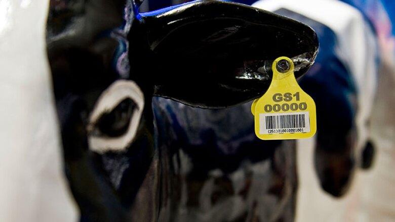 2.Todo empieza con la identificación de la material prima, ya sea mediante código de barras o con etiquetas de RFID.