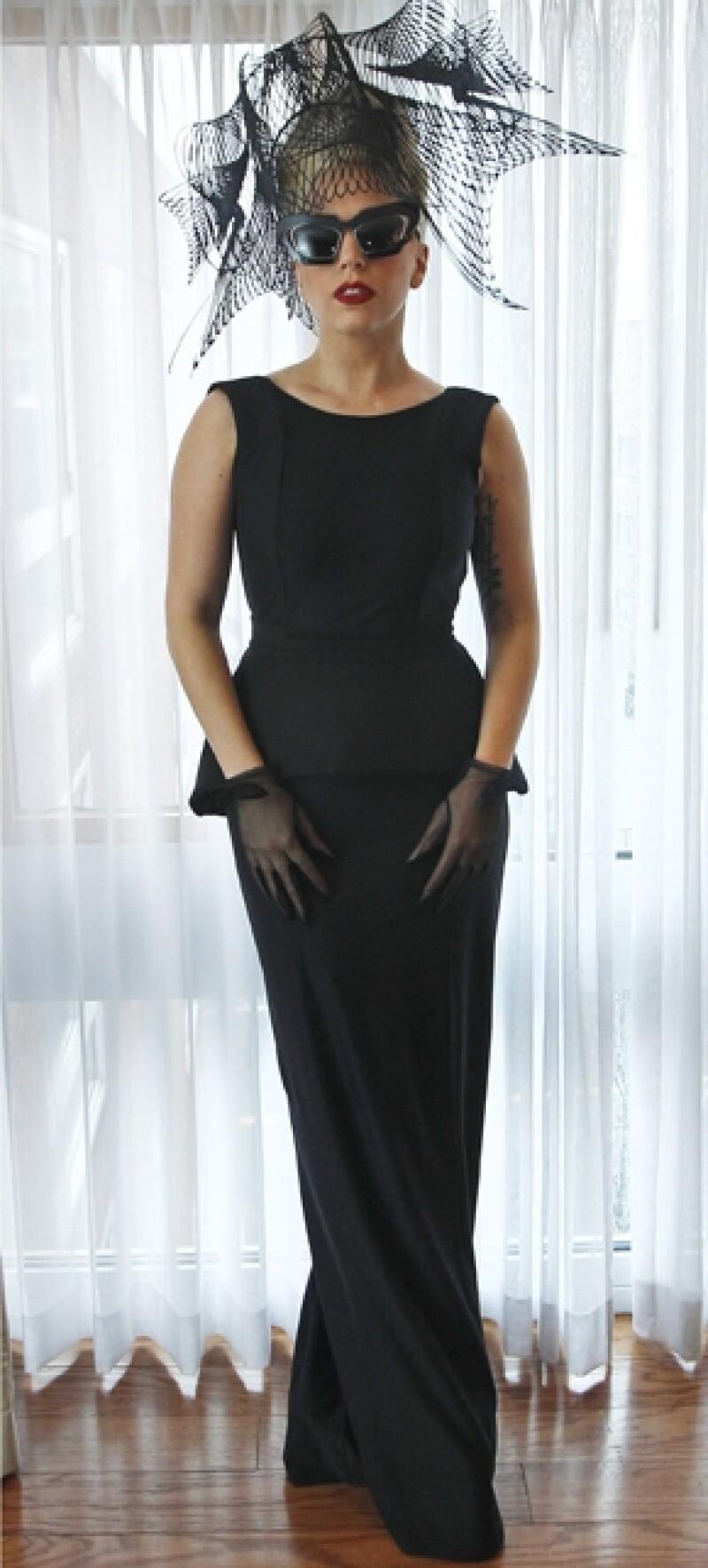Stefani Joanne Angelina Germanotta, mejor conocida como Lady Gaga, celebra hoy su cumpleaños número 26 años.