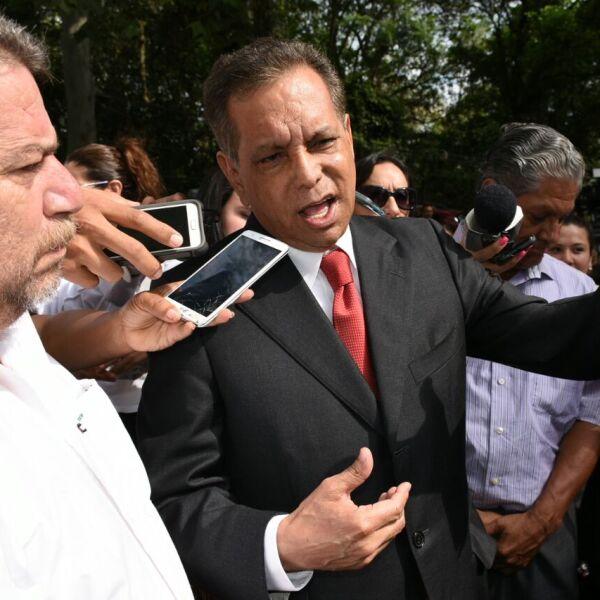 El exgobernador de Veracruz, Fidel Herrera, reapareció en la la capital para emitir su voto y adelantó que este domingo habrá una alternancia interna.