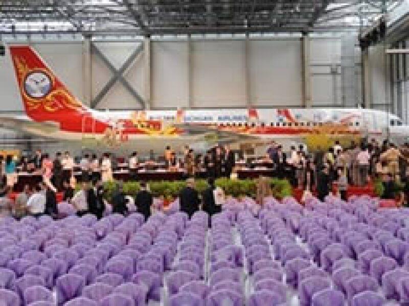 El grupo aeronáutico EADS, dueño de Airbus, invirtió 1,200 mdd en la fábrica de Tianjin donde fue ensamblado el A320. (Foto: AP)