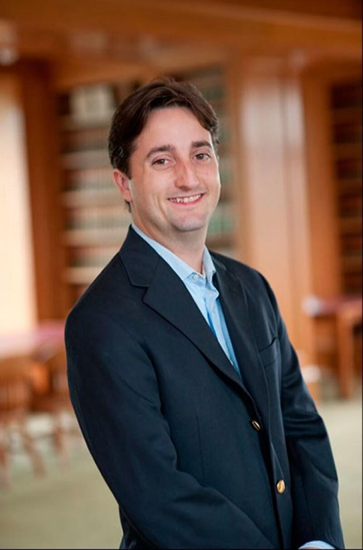 Charles estudió leyes y actualmente es profesor en la universidad de Cleveland, Ohio.