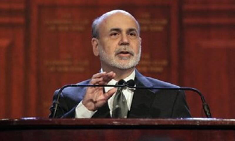 Ben Bernanke, presidente de la Fed, dijo que los umbrales ayudarán a cómo va a evolucionar la economía de EU.   (Foto: Reuters)