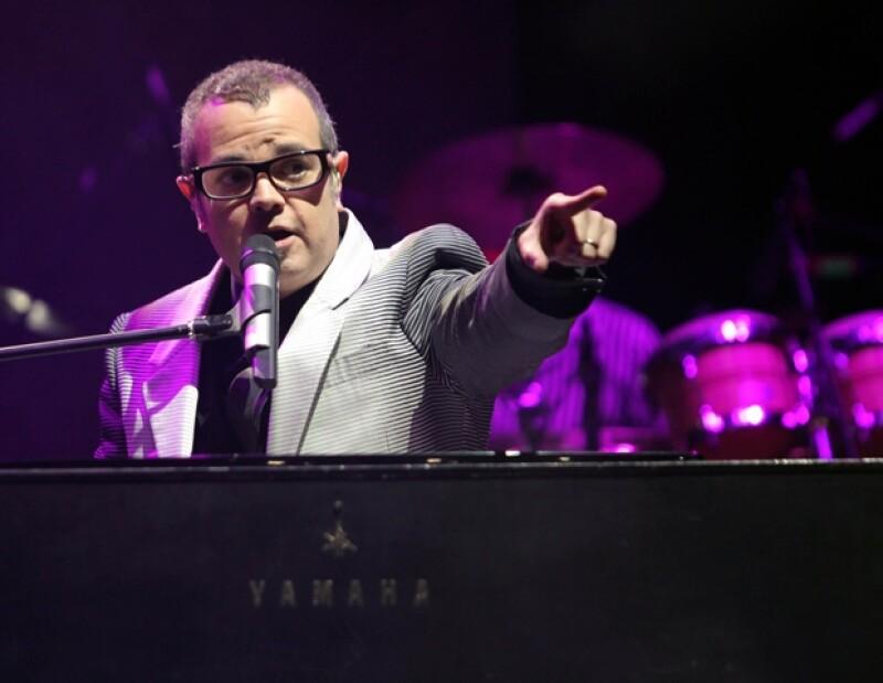 El cantautor mexicano está feliz porque formará parte del concierto que John ofrecerá en Jalisco, el próximo 24 de febrero.