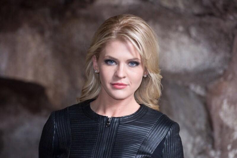 Theresa Vail, ex reina de belleza y conductora de televisión, fue acusada de matar ilegalmente a un oso grizzly e intentar ocultar el hecho.