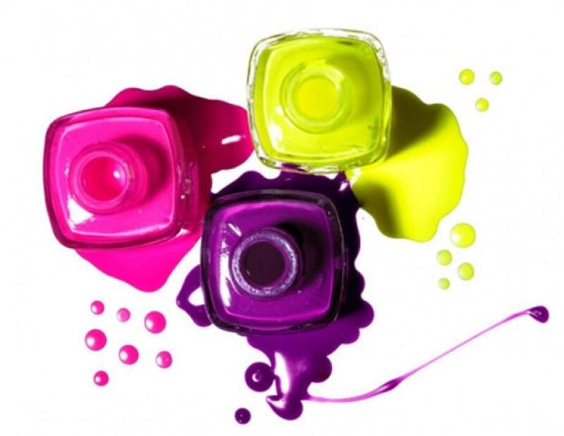 Los colores flúor regresan para imponerse desde tintes para el pelo hasta la punta de los pies.