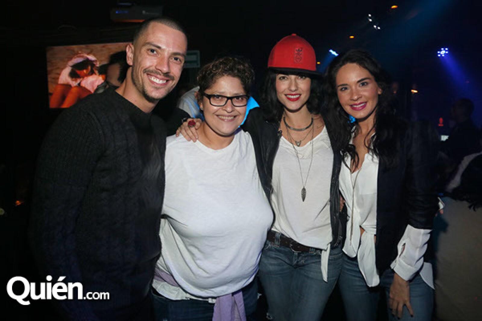 Aldo Gallardo, Danna Vazquez, Bárbara Mori y Adriana Louvier.