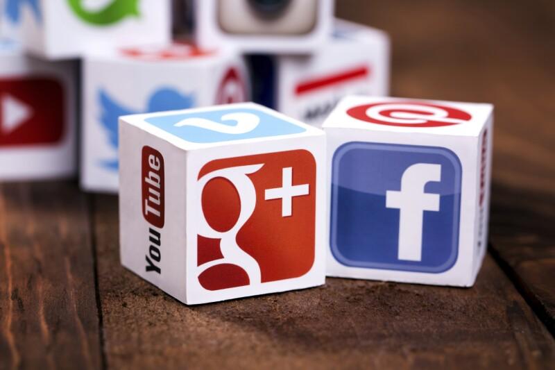 El gobierno federal dice que ve a las empresas como Google y Facebook como una sana competencia en la web.