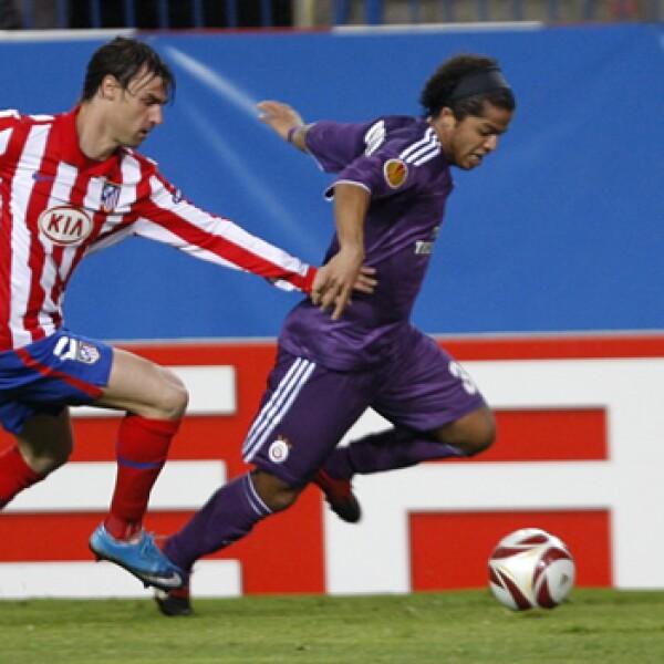 Giovani dos Santos, atacante del Galatasaray de Turquía (a la derecha), es de la generación que en 2005 fue campeona del mundial sub-17