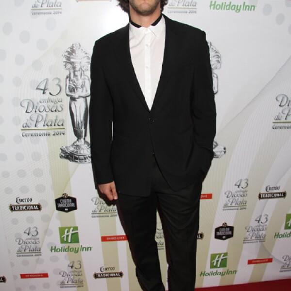 Sebastián Zurita es uno de los galanes jóvenes de la televisión mexicana. Actualmente mantiene un noviazgo con la actriz Macarena Achaga.
