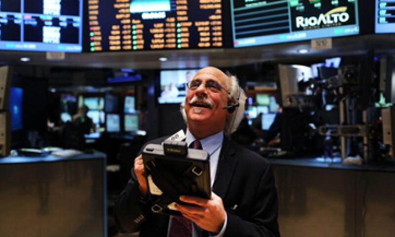 Además de Wall Street y la BMV, las acciones europeas también cerraron al alza. (Foto: Archivo)