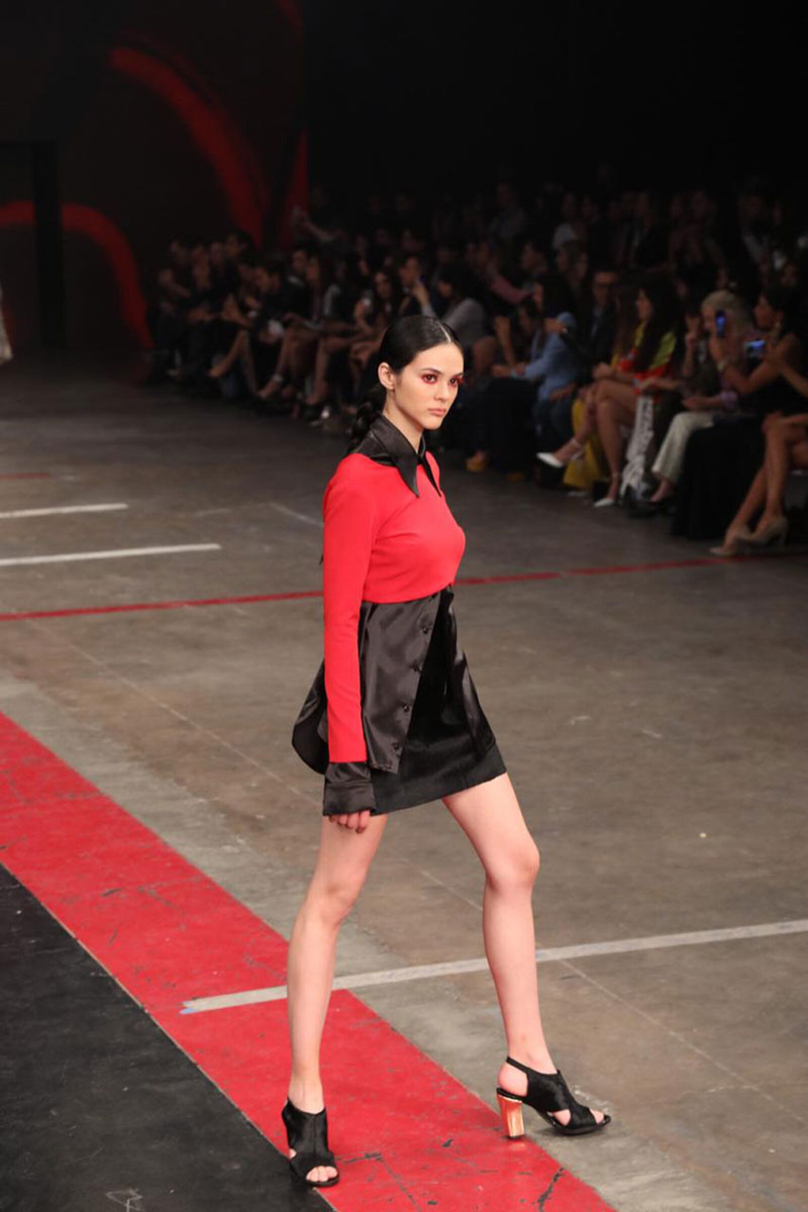 Desfile-Alexia-Ulibarri-MBFWM-Runway-red-look