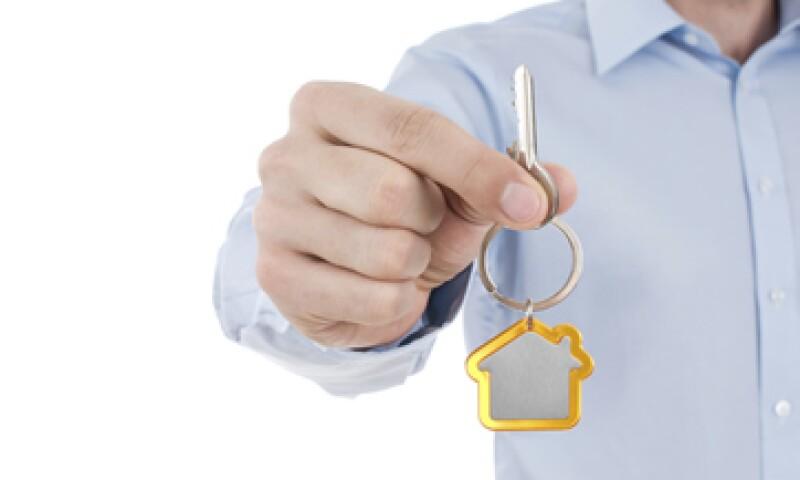 Algunos hogares tendrían que destinar hasta 80% de su ingresos al pago de una hipoteca para tener una casa propia.(Foto: iStock by Getty)