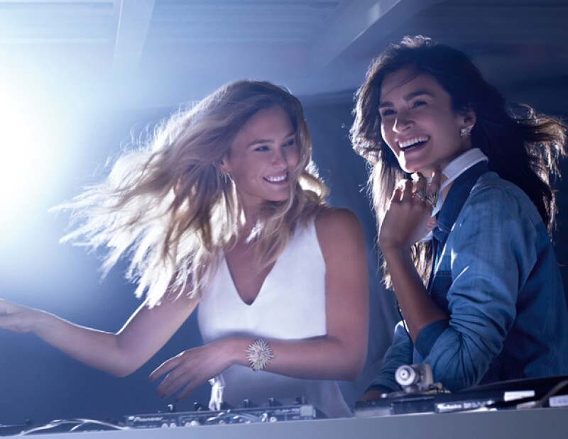 La top isrealí junto a Carol Ribeiro y Carol Trentini estrenan campaña que conmemora a la firma brasileña. La publicidad está acompañada por un corto en el que se lanzó el sencillo Keep The Moment.