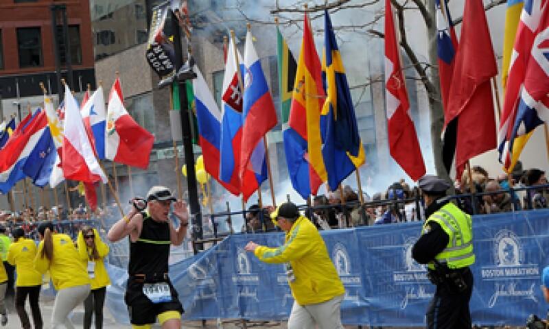 Al menos dos personas perdieron la vida tras las explosiones en el Maratón de Boston. (Foto: Reuters)
