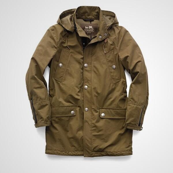 Para ellos, una gabardina en color ocre que además tiene una capucha para protegerte de la lluvia.
