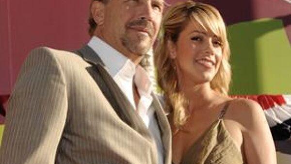 El actor y su esposa llamarán a su bebé Hayes Logan, por un personaje vaquero que quiere realizar.