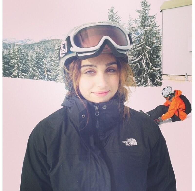 En el viejo continente la cantante y sus dos hijos biológicos y dos adoptivos ya dijeron adiós al último atardecer del 2013 en un resort para esquiar.