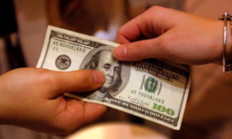 La divisa estadounidense se compra en un mínimo de 12.58 pesos. (Foto: Getty Images)