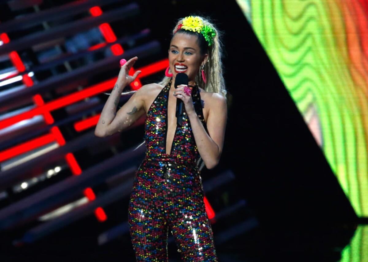 """Miley no está interesada en ser parte del """"girl squad"""" de Taylor, ¿por?"""