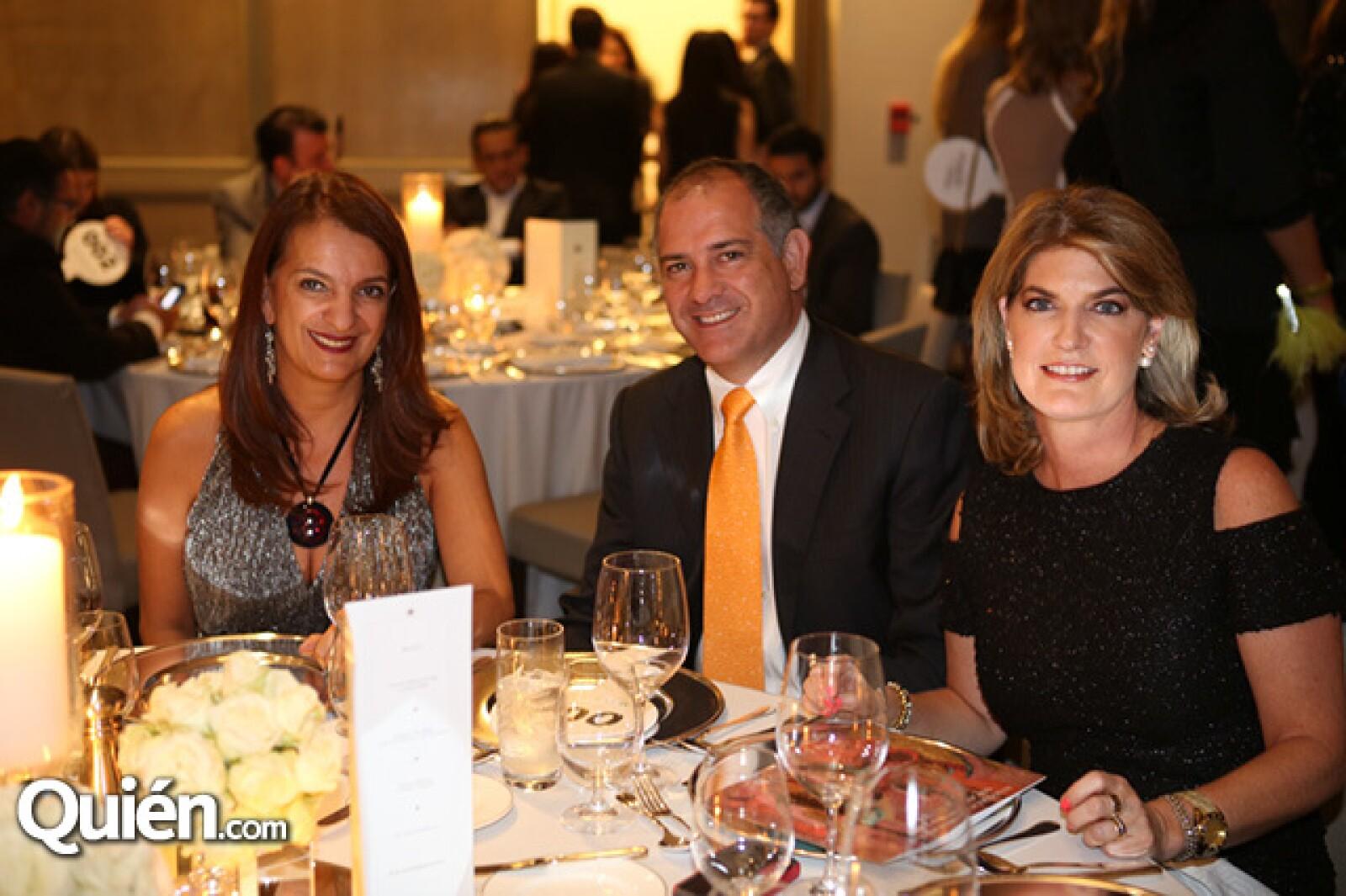 Mayte Castro,Julián Sierro y Pia Portillo