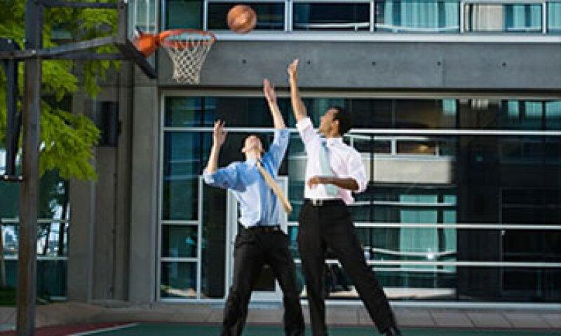 Apartarse de los esquemas de juego es una estrategia del basquetbol que se puede aplicar a los negocios. (Foto: Cortesía Fortune)