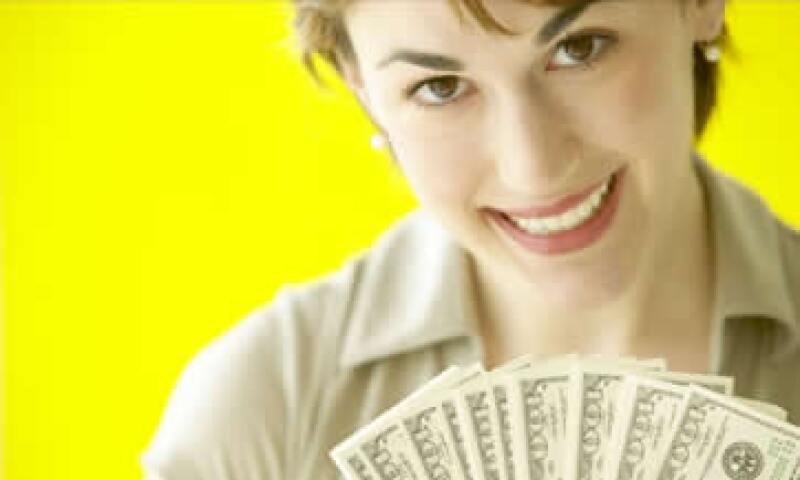 Las mujeres millennials suelen tomar más decisiones financieras que mujeres mayores. (Foto: Thinkstock)