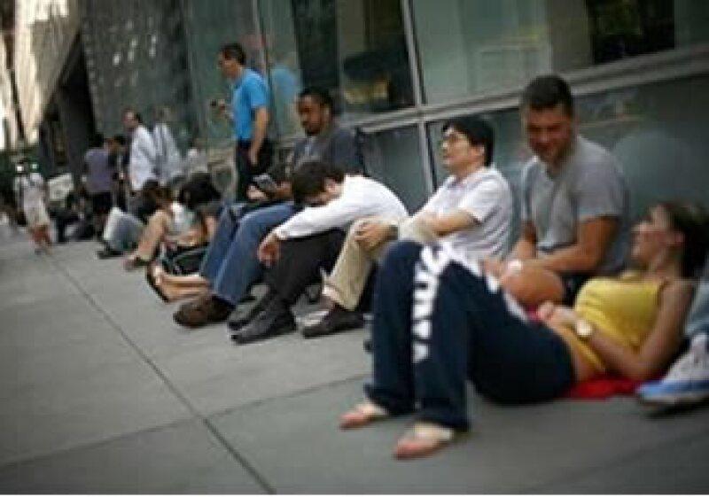 La demanda de este nuevo teléfono de Apple fue 10 veces mayor a la demanda que registró el iPhone 3GS, según AT&T. (Foto: Reuters)