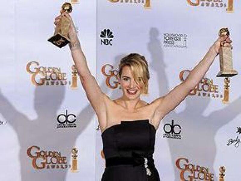 La actriz británica fue la gran estrella de los Golden Globe, al llevarse los galardones a mejor actriz y mejor actriz de reparto, dejando con las manos vacías a la española.