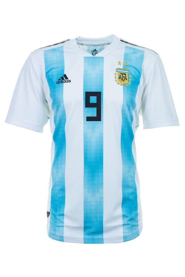 argentina-gq-6june18_getty_b