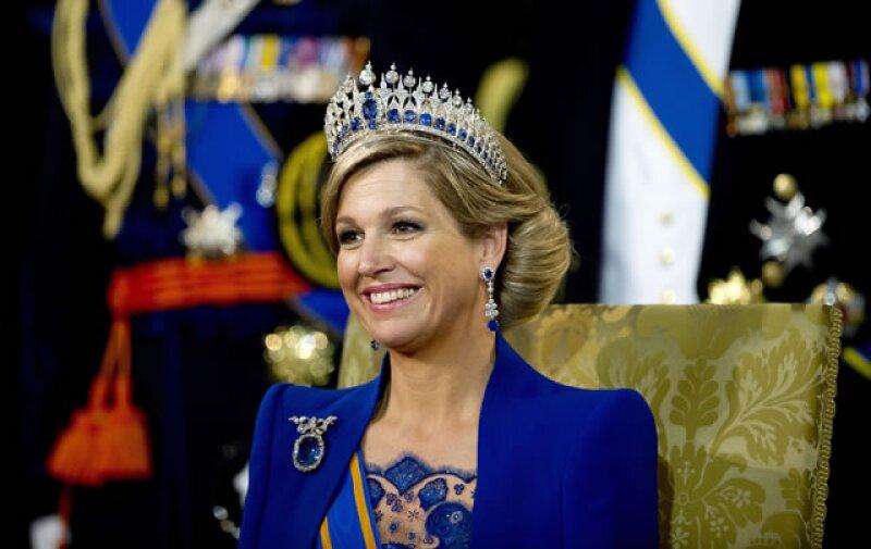`Tenemos un nuevo rey después de más de cien años y tenemos una hermosa reina que adoramos´, dijo a los periodistas Heinz Van deer Vart, vestido con sombrero y corbatas de color naranja.
