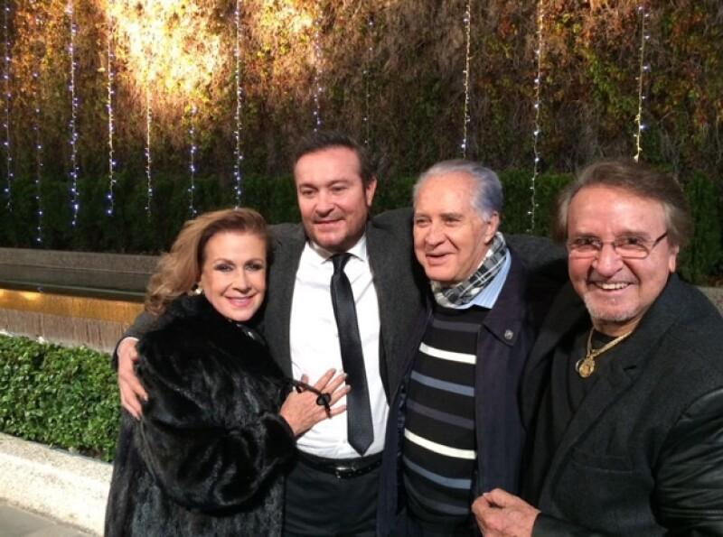 Con una misa en la plaza de las estrellas de Televisa San Ángel, familia y amigos se despidieron de Roberto Gómez Bolaños ayer por la tarde. Carlos Villagrán &#39Kiko&#39 sorprendió con su llegada.