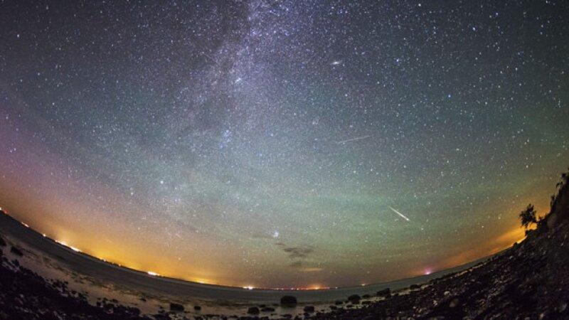 Las lluvia de estrellas Perseidas pudo verse la madrugada de este jueves. (Foto: EFE )