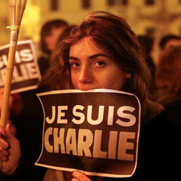 Miles de personas marcharon, mientras que el Gobierno condenó el ataque.