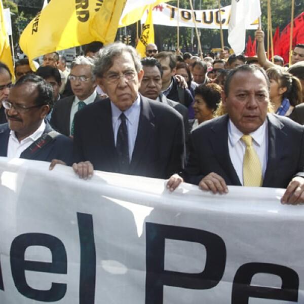 Cuauhtémoc Cárdenas y Jesús Zambrano, dirigente nacional del PRD, encabezaron la caminata de 75 horas en contra de la reforma energética, que inició desde el lunes.