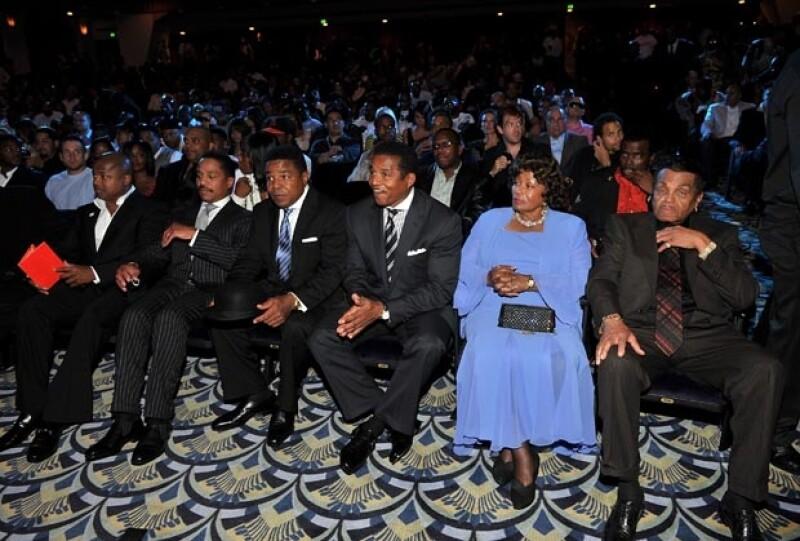 Randy, Marlon, Tito, Jackie, Katherine y Joe Jackson; ninguno de ellos se encontraba en el testamento de su hermano Michael luego de morir el 25 de junio de 2009.