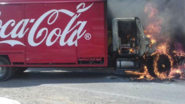 cami�n de Coca-Cola incendiado
