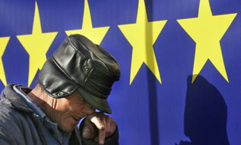 El multimillonario inversionista George Soros cree que eventualmente un país dejará la eurozona, pero no quiso especular sobre el nombre. (Foto: AP)