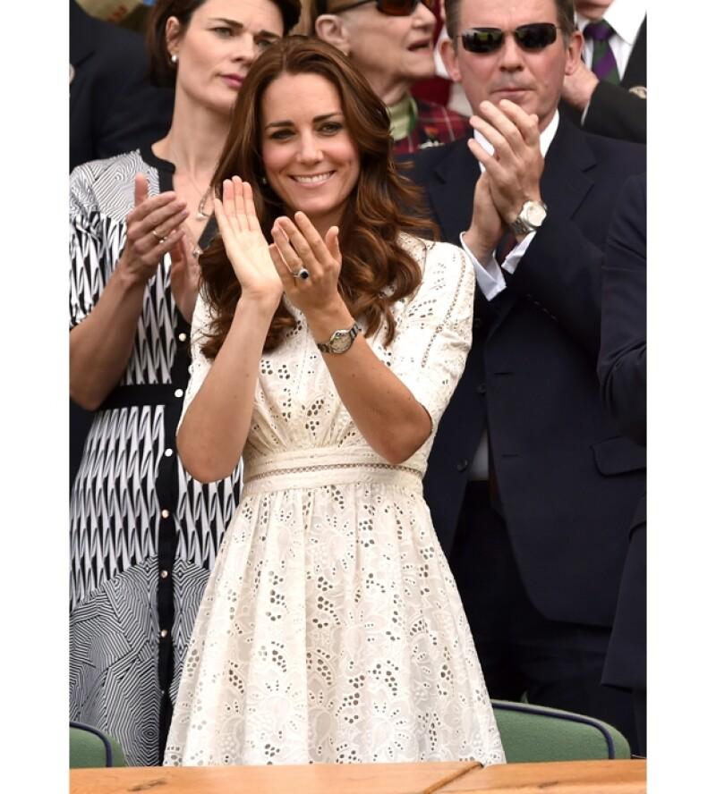 Como de costumbre, la Duquesa lució un estilo impecable y muy ad hoc para la ocasión.