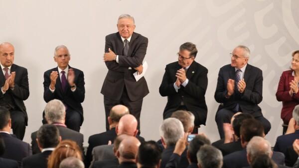 AMLO con embajadores