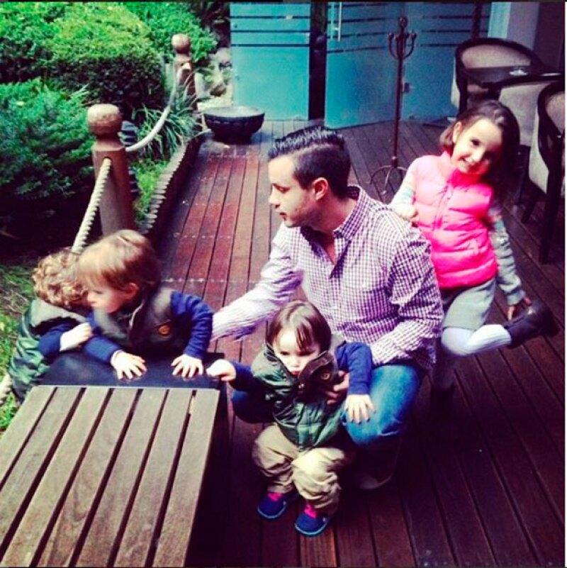 Esta fotografía habria sido tomada en junio de 2014, cuando al pareecer el empresario aún tenía contacto con sus hijos.