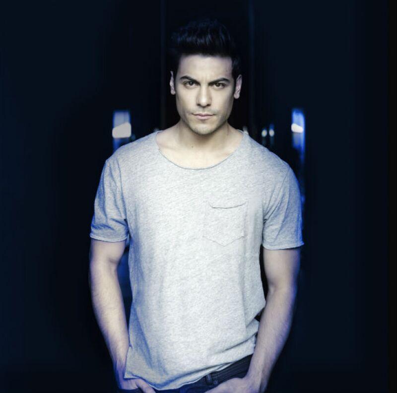 """A Carlos lo podrán ver en la televisión en cuestión de semanas, dentro del reparto estelar de la esperada serie """"El hotel de los secretos"""", donde interpreta a Andrés."""