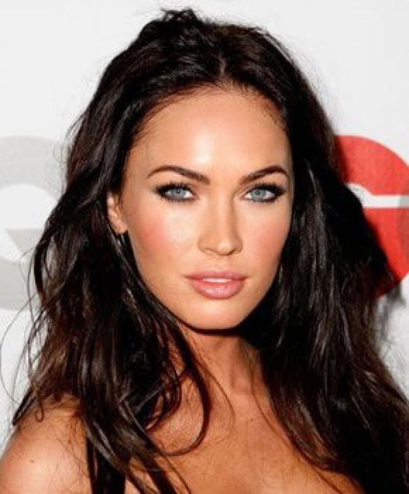 A Megan Fox le favorece el pelo ondulado.