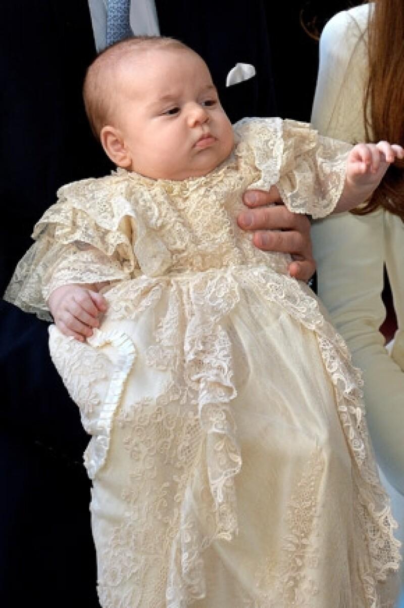 El próximo heredero a la corona acudió a la entrega de premios Prince´s Trust, donde escuchó a un bebé llorando por lo que interrumpió su discurso para dar consejos de cómo calmarlo.